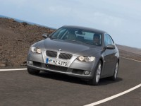 BMW 3 Series Coupe photo