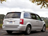 Chrysler Town&Country photo
