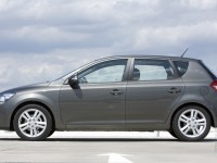 KIA Cee'd 2010 photo