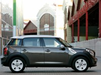 MINI Cooper Countryman photo