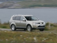 Mitsubishi Outlander XL 2005 photo