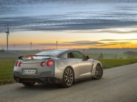 Nissan GT-R photo