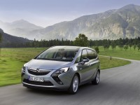 Opel Zafira Tourer photo