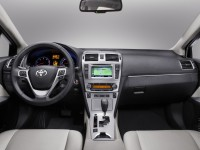 Toyota Avensis 2012 photo