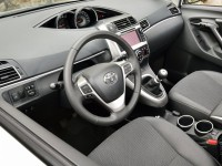 Toyota Verso photo